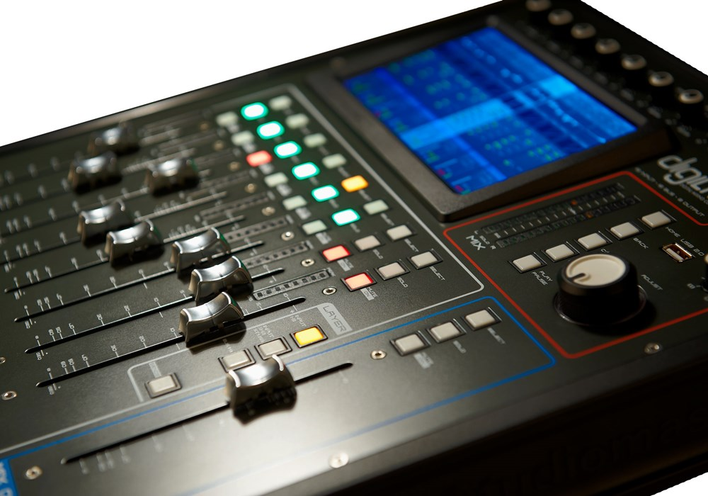 Studiomaster Digilive16 console close view